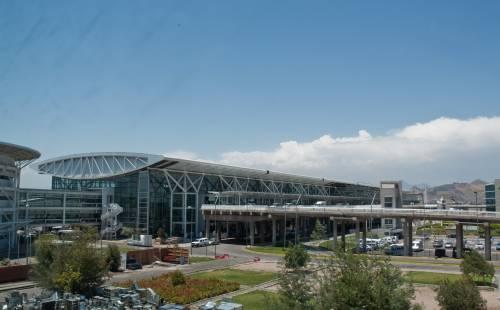Aeropuerto Internacional de Comodoro desde una distancia