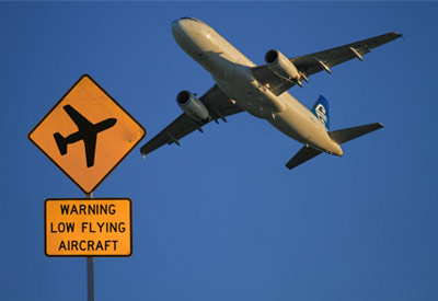'Low flying aircraft' sign at Auckland Airport