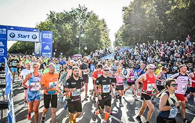 people running in berlin marathon