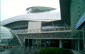 entrance to incheon airport terminal building