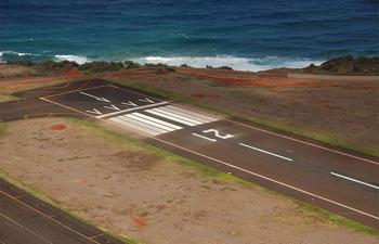 Lihue_Airport_Runway