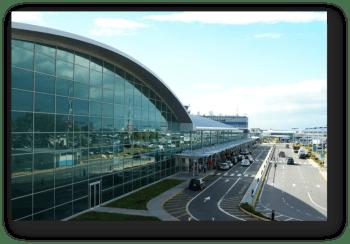 Fuera del aeropuerto internacional de Manley
