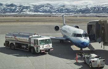 bozeman_yellowstone_international_airport_runway