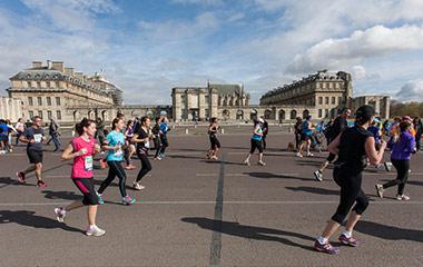 people running in paris marathon