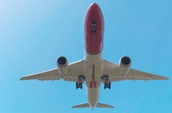 Boeing 787 flying overhead